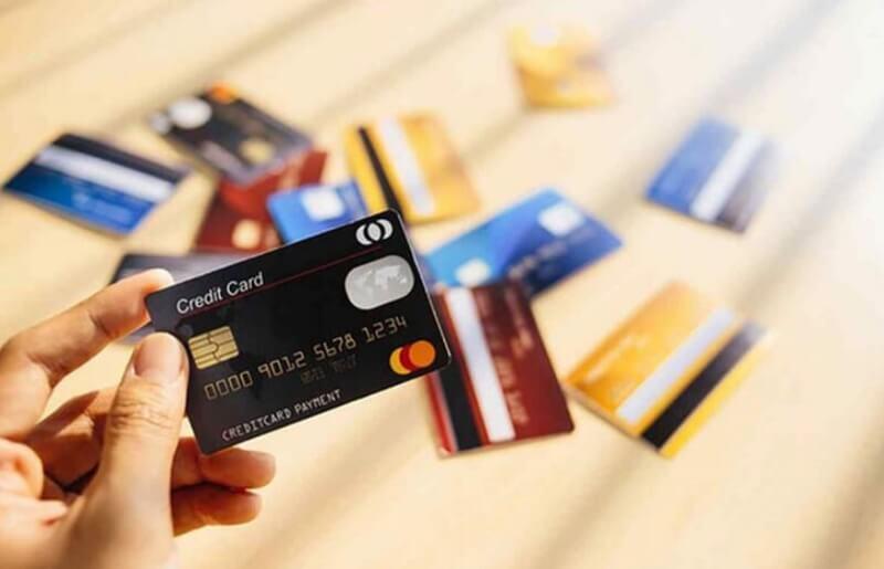Thường xuyên cà thẻ tín dụng để mua sắm, ăn uống tại nhà hàng, đi du lịch, … để lịch sử giao dịch ấn tượng