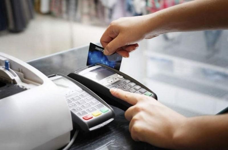 Hãy cẩn thận khi thanh toán bằng thẻ qua POS để tránh bị đánh cắp thông tin. (Nguồn: Internet)