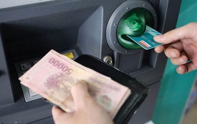 Thẻ tín dụng giúp người dùng có thể chi tiêu thoải mái dù không có tiền