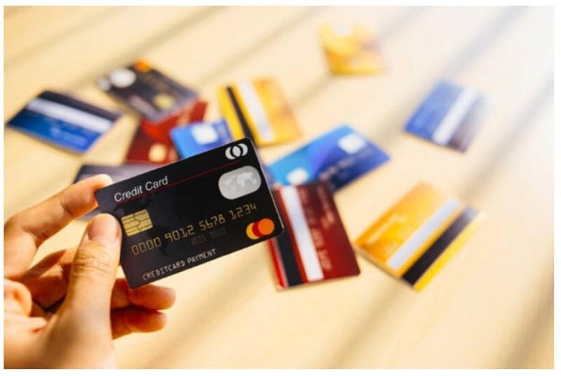 Thống kê thông tin và mức phí của thẻ tín dụng ở một số ngân hàng