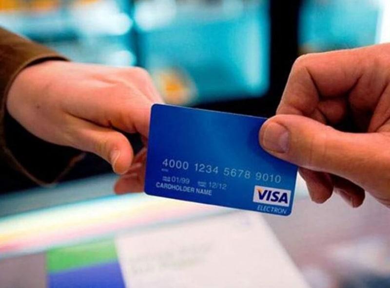Thẻ Visa Debit có nhiều tính năng nổi bật cho khách hàng sử dụng