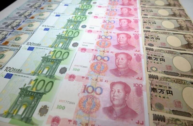 Trước khi đi du lịch, bạn nên đổi tiền Việt sang nhân dân tệ để thuận tiện giao dịch