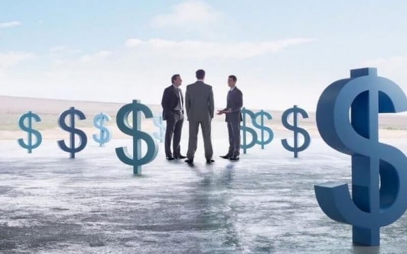 Giá trị vốn hóa thị trường bằng với giá thị trường của cổ phiếu nhân với số cổ phiếu phổ thông đang lưu hành.