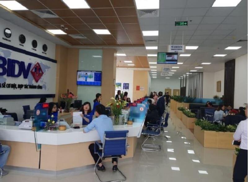 Sở giao dịch ngân hàng - nơi tiếp nhận lượng khách hàng đông nhất và đem lại lợi nhuận cao nhất cho các ngân hàng